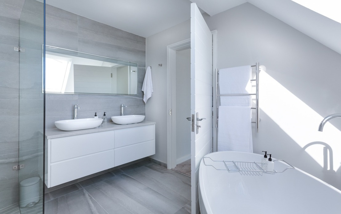 Tous nos conseils pour aménager une salle de bainmansardée
