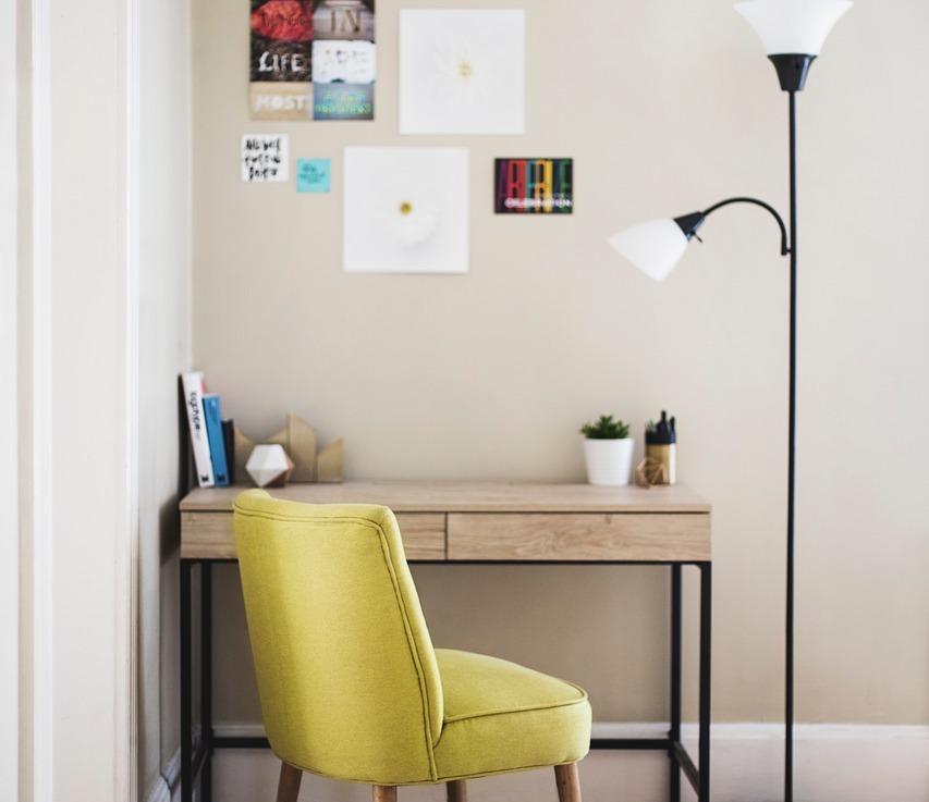 Comment séparer un bureau d'un espace salon?