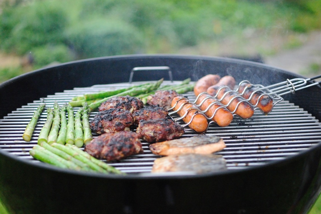 grilling-1081675_1280(2)